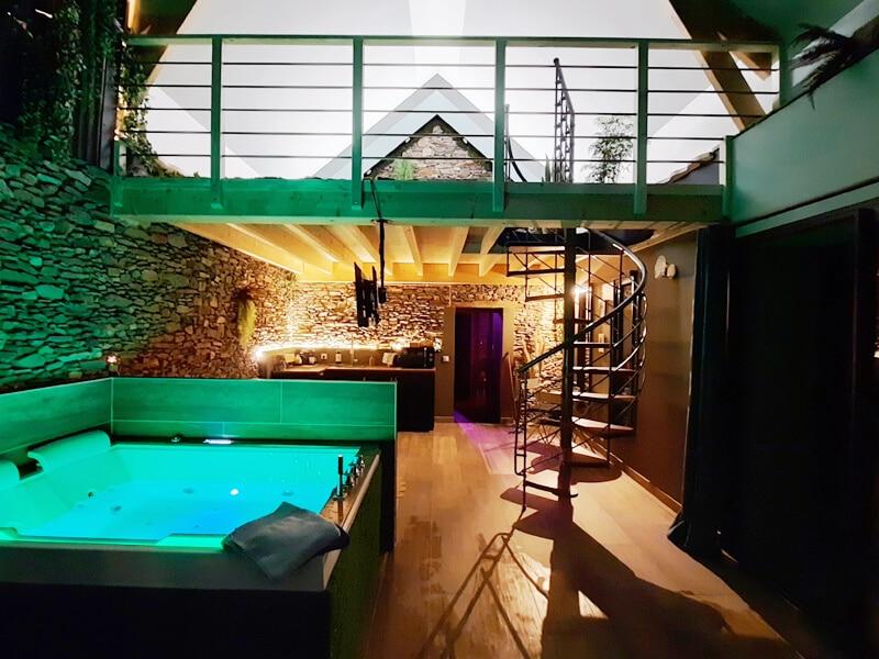Le Refuge - Pièce de vie avec baignoire balnéo double - Les Échappées Romantiques - Maisons d'hôtes de charme près de Nantes en Loire-Atlantique (44)
